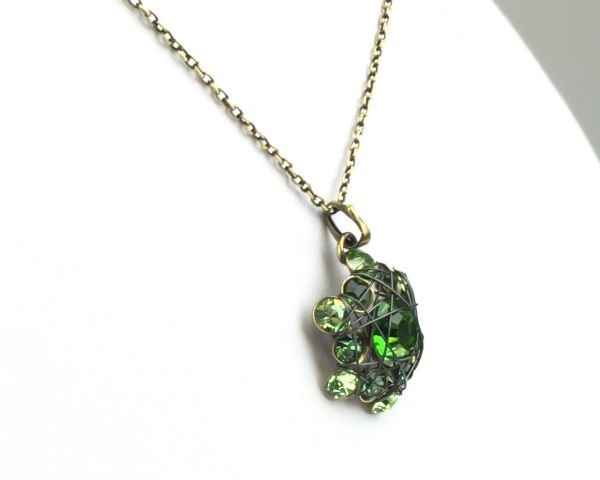 Konplott Bended Lights Halskette mit Anhänger in Grün 5450527758918