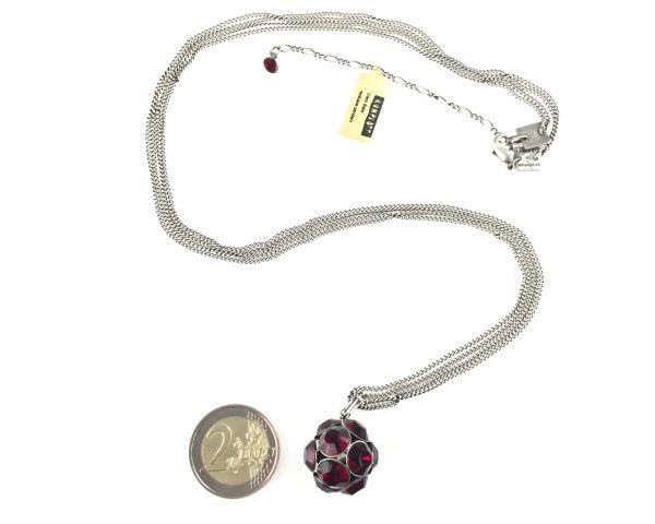 Konplott Disco Balls Halskette in siam rot lang mit Anhänger Größe L 5450527597289